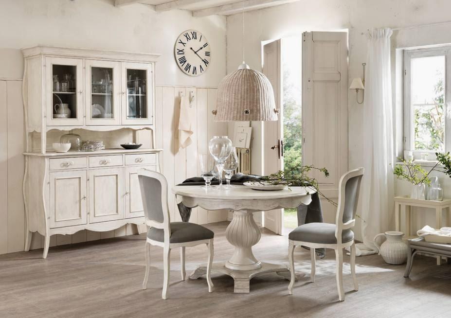 Jadalnia urządzona w stylu prowansalskim - meble zrobione z litego drewna w odcieniach bieli, szarości, lekko postarzane