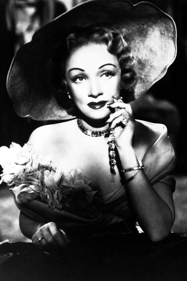 Marlena Dietrich w czerwonej pomadce
