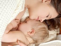 Karmienie piersią zaspakaja potrzeby zarówno dziecka, jak i jego matki