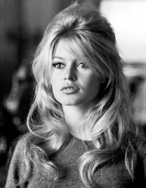 Fryzura Brigitte Bardot