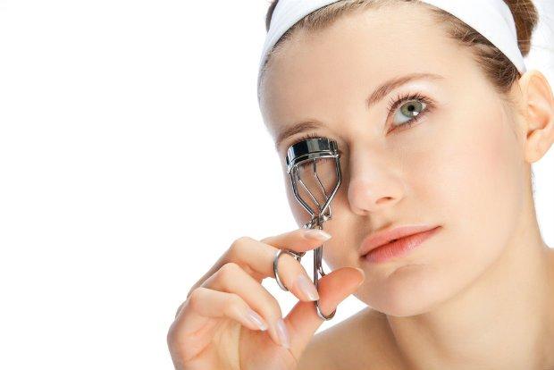 Zalotka przygotuje twoje rzęsy do makijażu