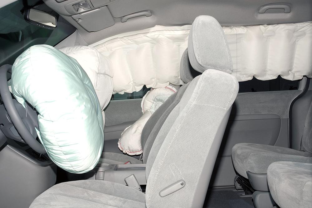 Poduszki powietrzne to obowiązkowy element w bezpiecznym samochodzie rodzinnym