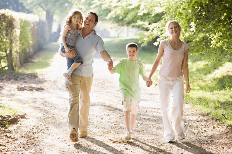 Nawet rodzinny spacer moze być dla ciebie okazją do zrzucenia kilku kilogramów