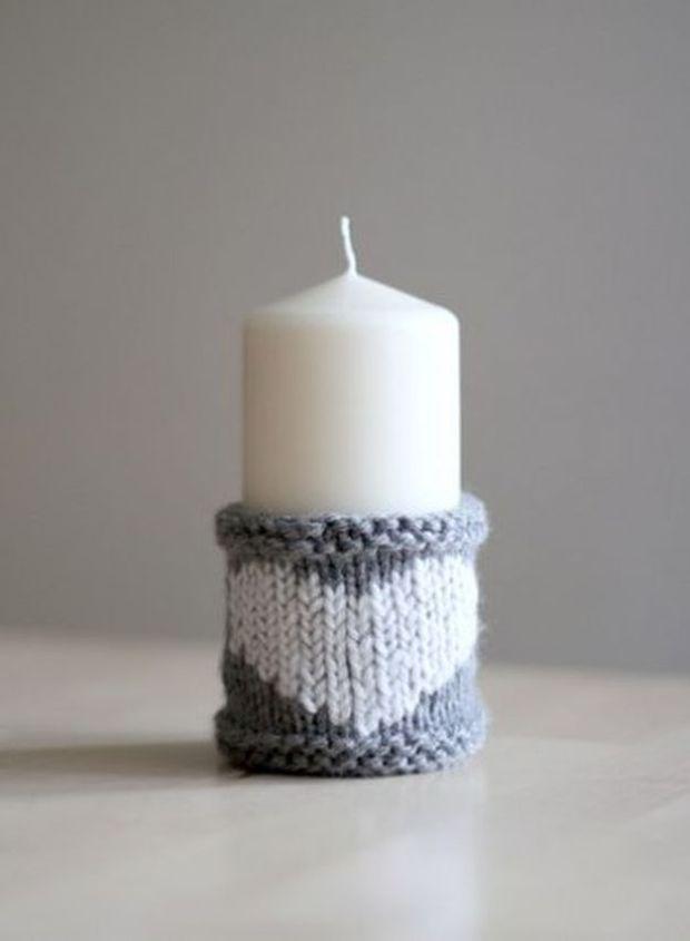 Świeczka w sweterkowym kubraczku