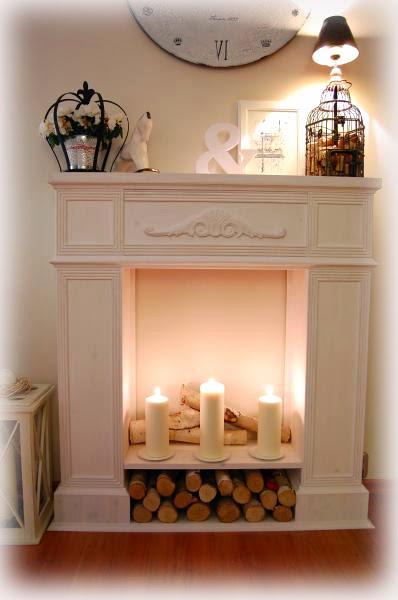 Kominek z desek można przyozdobić drewnianymi listewkami i ornamentami, dostępnymi w sklepach z drewnem