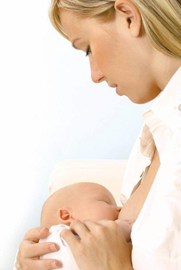Przyczyną ulewania może być niedojrzałość układu pokarmowego dziecka
