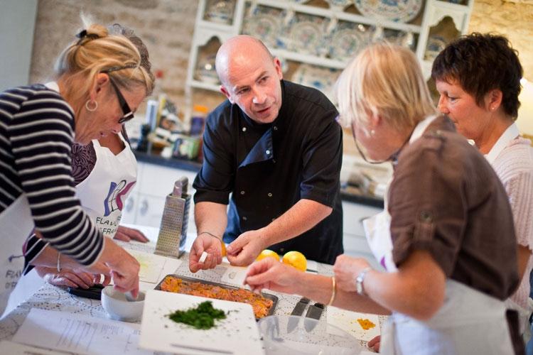 Kursy kulinarne przebiegają w miłej atmosferze, pod okiem profesjonalistów
