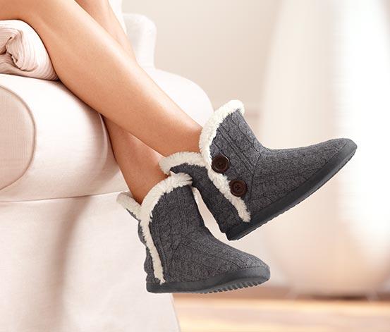 Na nogi warto założyć miękkie i ciepłe kapcie