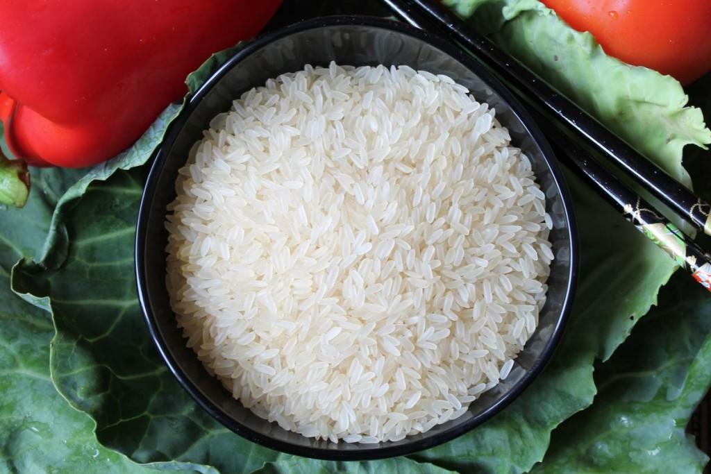 Walcząc ze schorzeniami z grupy IBD, warto spożywać lekkie pokarmy, takie jak ryż