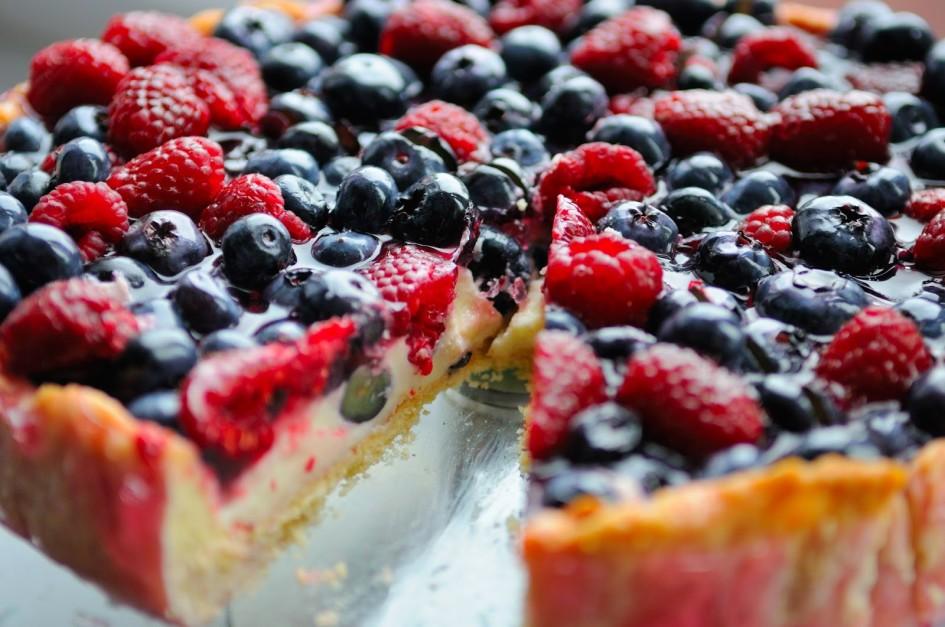 Tarta serowa z owocami na słodko