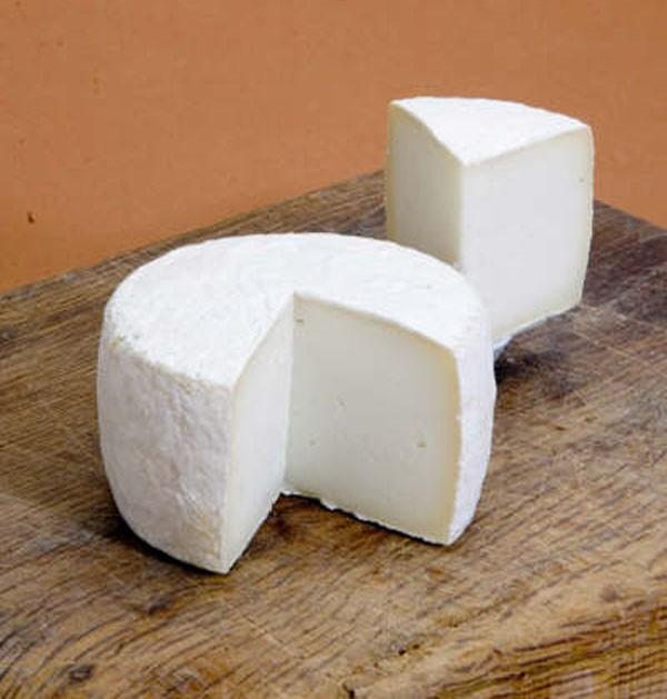 Ser kozi zawiera wiele cennych składników odżywczych, które wspierają pracę całego organizmu człowieka