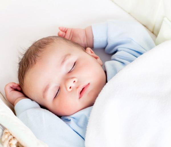 Dlaczego niemowlę kaszle w nocy?