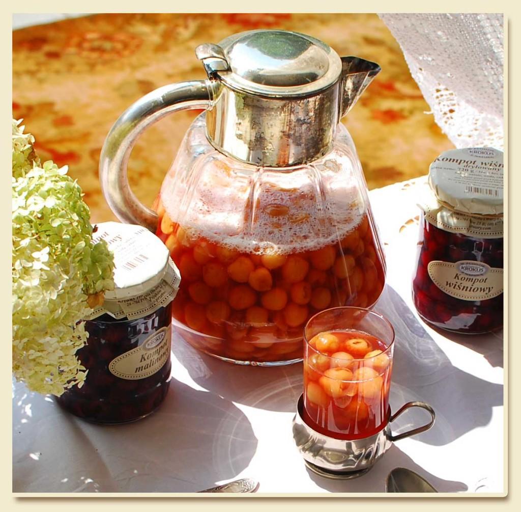 Kompot to zdrowy napój owocowy, który możemy przygotować we własnej kuchni