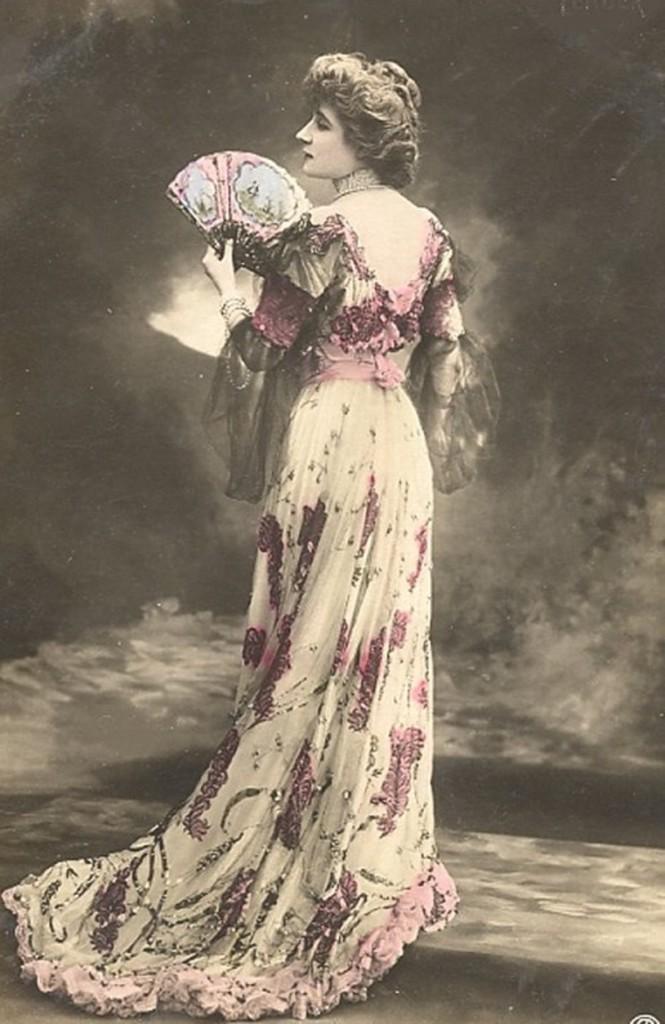 Po roku 1880 spódnice stały się węższe