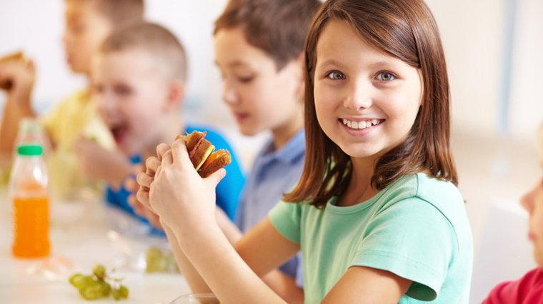 Uczeń potrzebuje od 1750 a 2500 kalorii dziennie