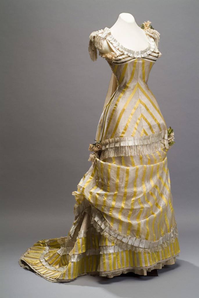 Suknia z drugiej połowy XIX wieku