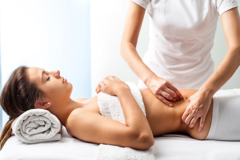 Ulgę może przynieść masaż brzucha