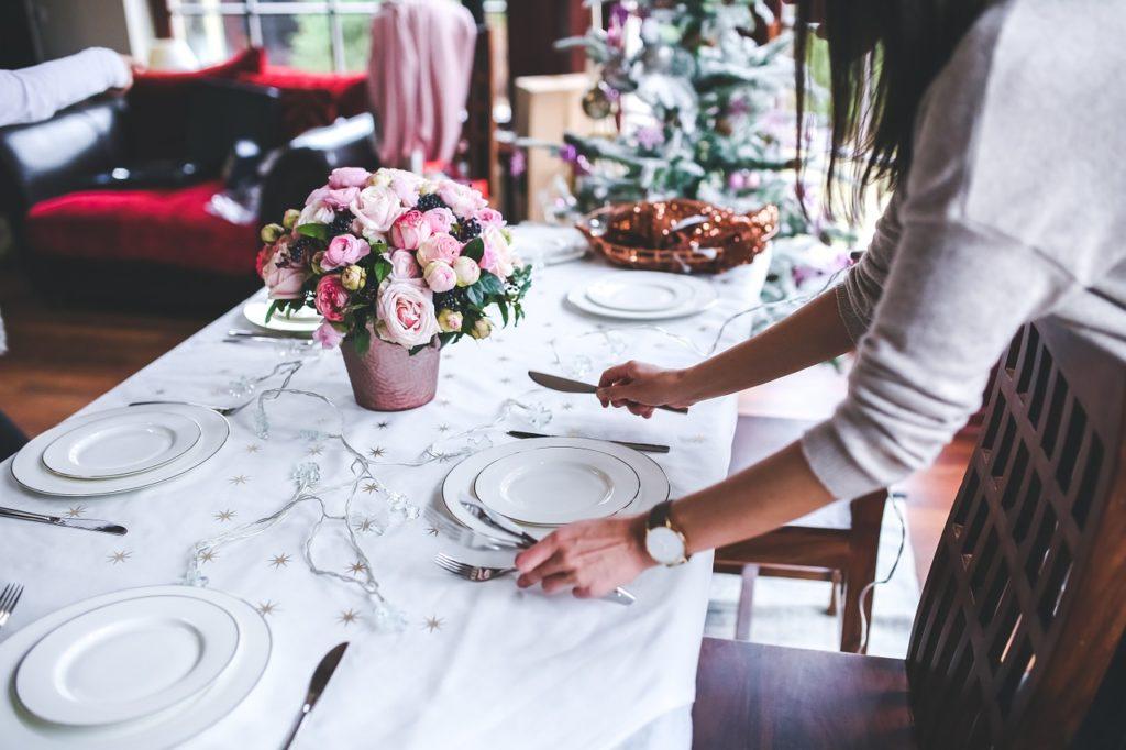 Odpowiednie sztućce mogą stać się doskonałą ozdobą stołu