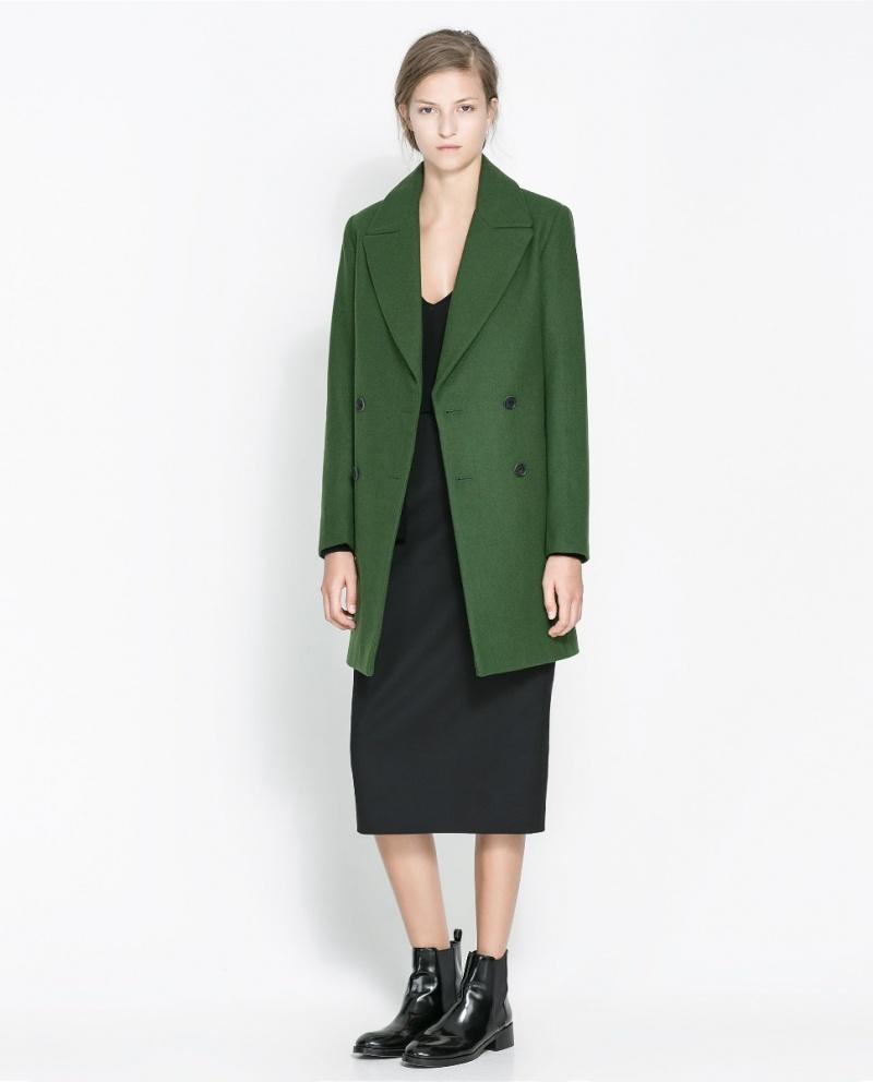 Płaszcz w kolorze soczystej zieleni