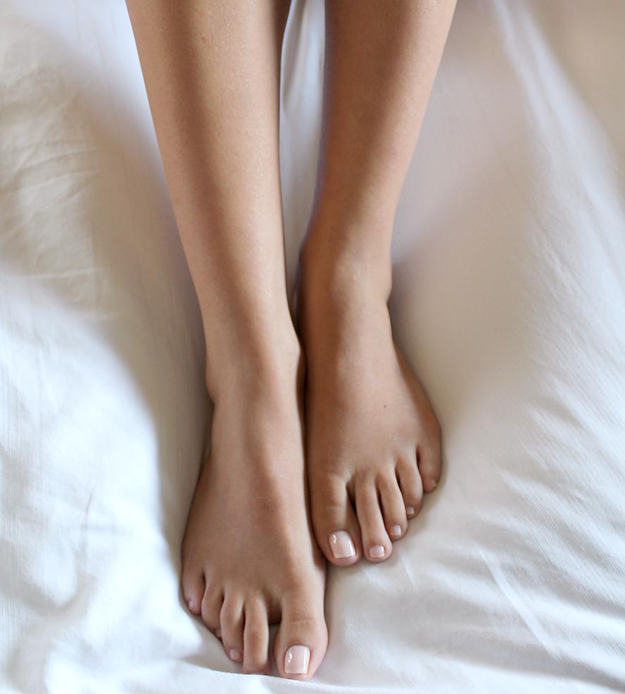 Pedicure w kolorze nude zawsze prezentuje się elegancko