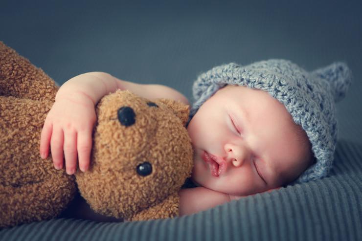 Noworodek potrzebuje nawet 18 godzin snu w ciągu doby
