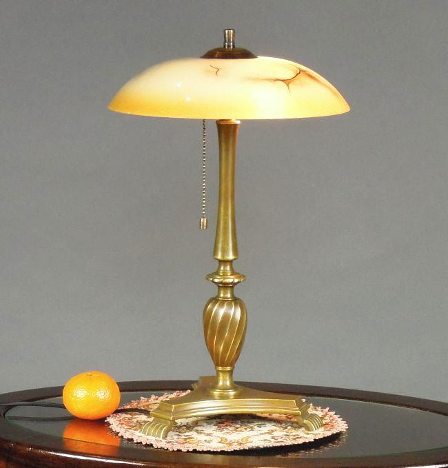 Lampa z okresu międzywojennego
