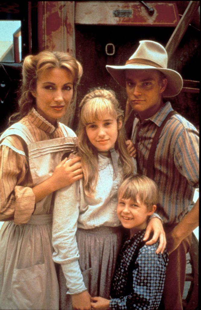 Bohaterka adoptuje trójkę dzieci swojej zmarłej przyjaciółki