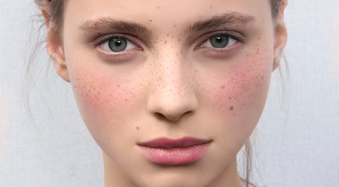 Skwalen występuje w płaszczu lipidowym skóry człowieka