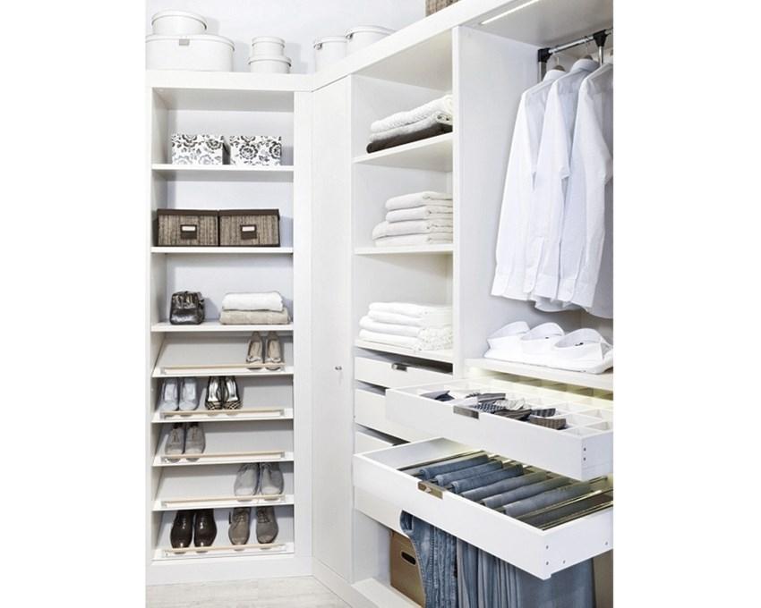 Sposób organizacji przestrzeni garderoby, musi być uzależniony od rodzaju przechowywanych tam rzeczy