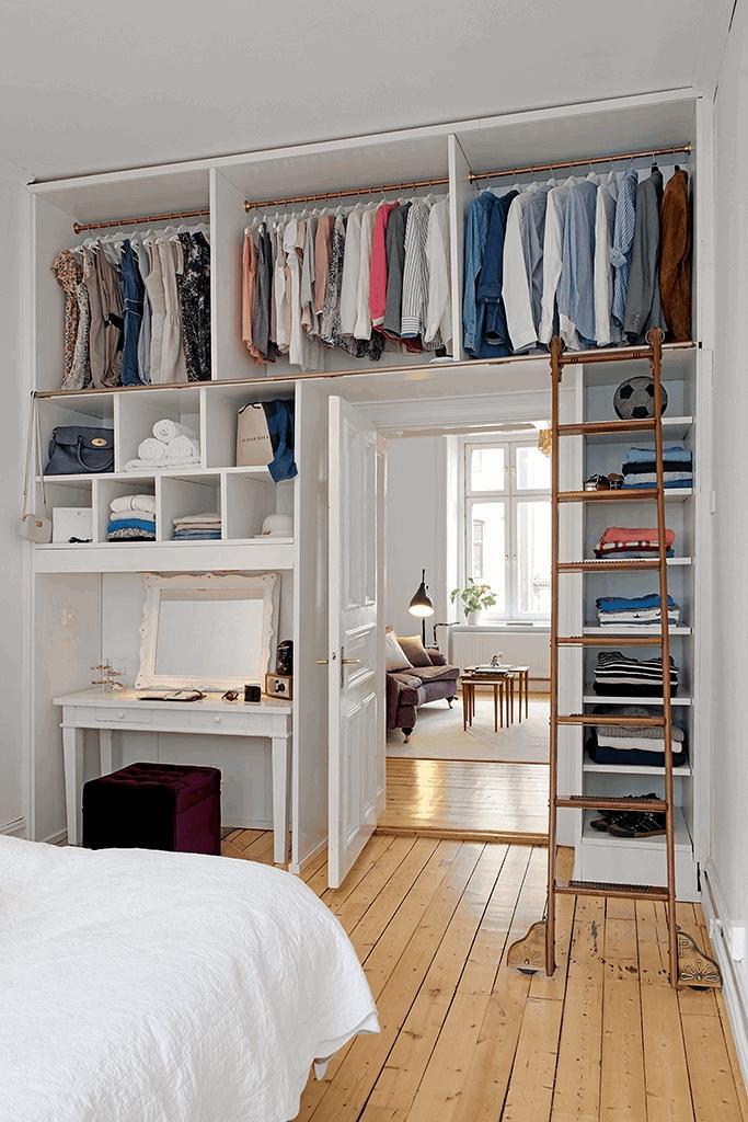 Miejsce w sypialni wydzielone na garderobę