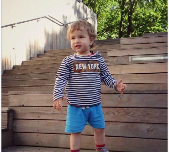 Dwulatek potrafi schodzić po schodach