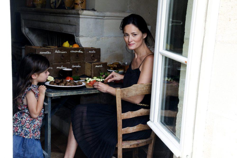 Gotując samodzielnie, pozwalamy dziecku na obserwowanie procesu powstawania posiłków