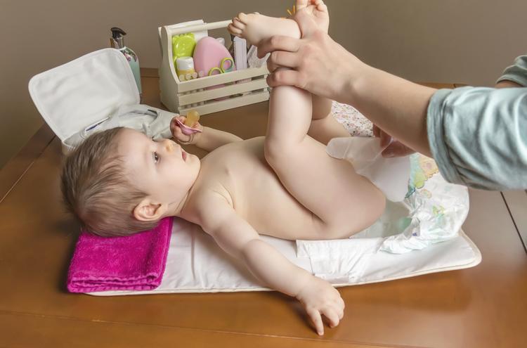 Należy starannie umyć okolice pod pieluszką
