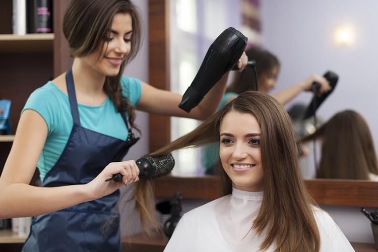 Warto zacząć od wizyty u dobrego fryzjera