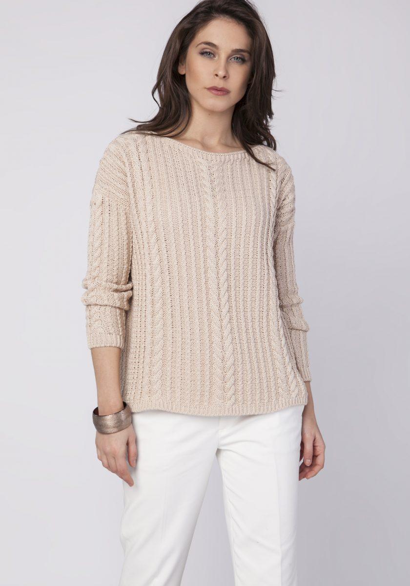 Beżowy pulower to podstawa jesiennej garderoby