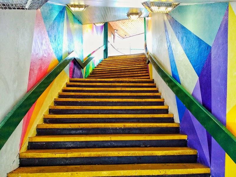 żółte schody