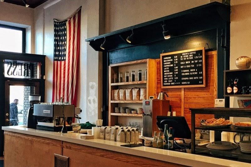 lada w kawiarni
